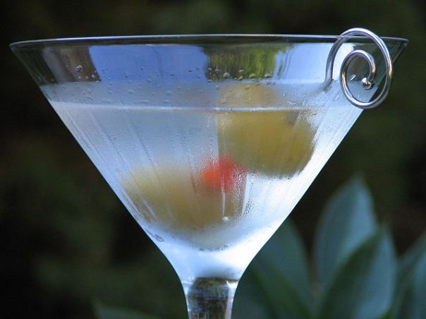 640px-Classic_martini_by_Ken30684