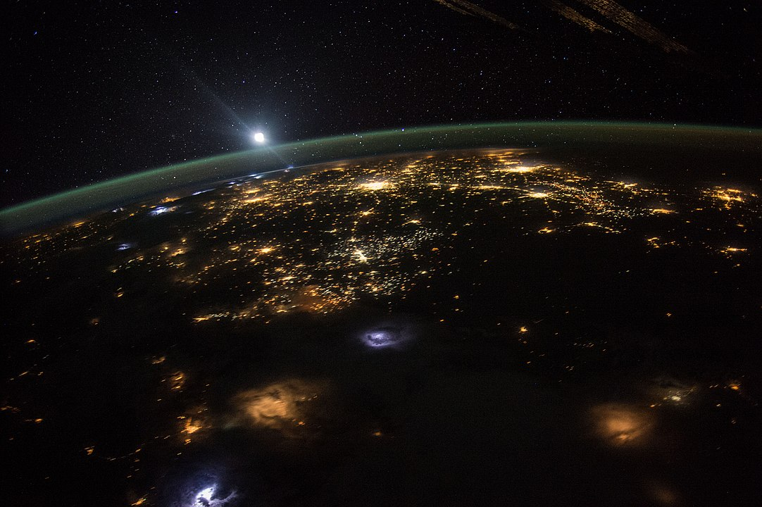 1082px-Good_Morning_From_the_International_Space_Station